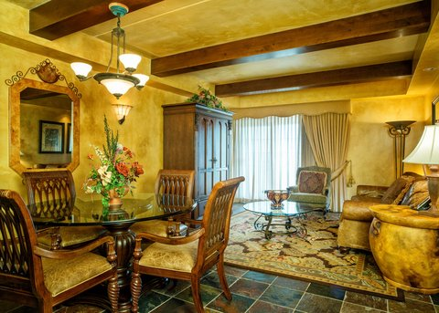 Chateau on the Lake Resort and Spa - Presidential Suite Living Room