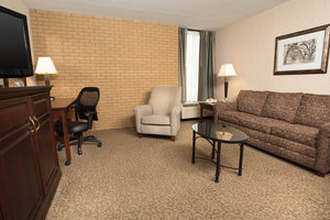 Suite - Drury Inn & Suites East Louisville