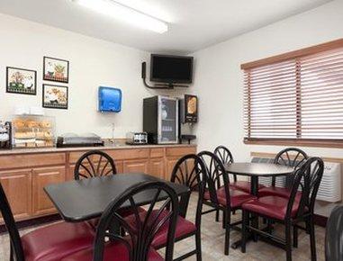 Elko NV Travelodge Hotel - Breakfast Area