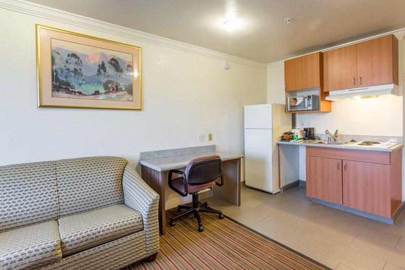 Rodeway Inn & Suites - Hayward, CA