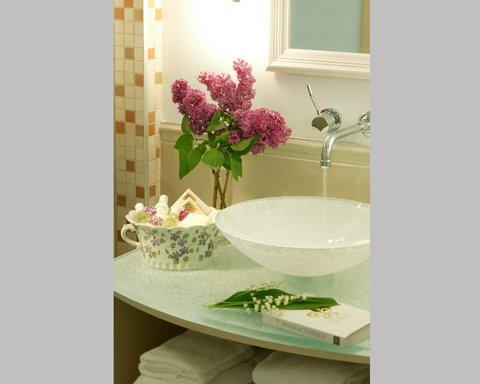 Les Trois Tilleuls & Spa Givenchy Hotel - Bathroom NDDNKNQKNK