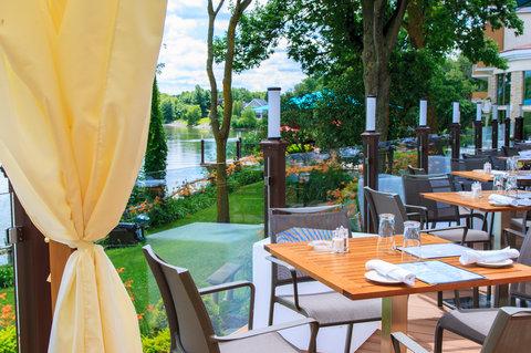Les Trois Tilleuls & Spa Givenchy Hotel - Restaurant Summer