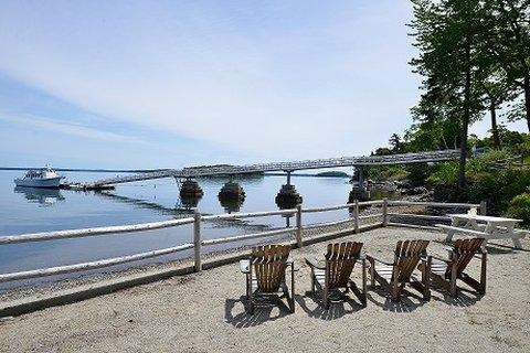Atlantic Oceanside Hotel and C - deckchairs
