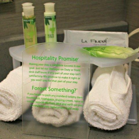 Holiday Inn Fairmont Hotel - Bathroom Amenities