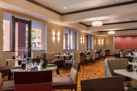 Hilton Fort Wayne at the Grand Wayne Convention Center - 1020 Bistro Seating