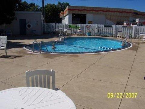 Hometown Inn - Pool view