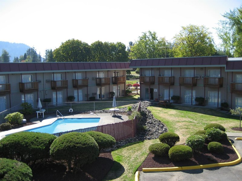 Lee restaurant hotel in enumclaw wa 98022 citysearch for Roosevelt motor inn philadelphia pa