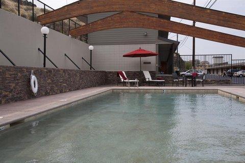 Celilo Inn - Pool view