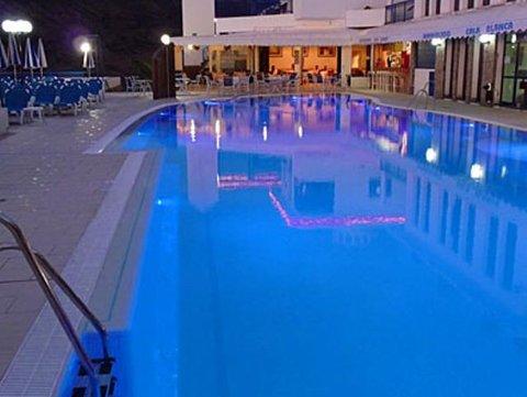 Cala Blanca - Pool view