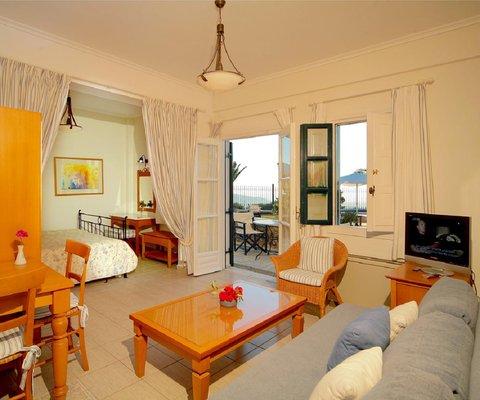 Pantheon Deluxe Villas - Guest room