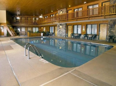 Ashland Lake Superior Lodge - Pool view