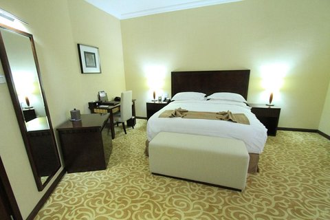 Capital Hotel and Spa - Guest room