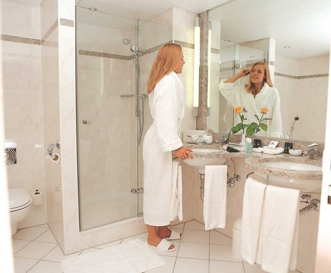 Maritim Grand Hotel Hannover - Bathroom Suite