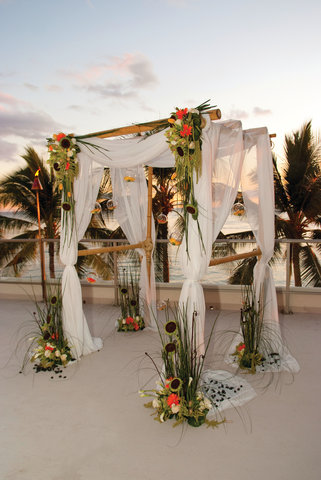 Outrigger Reef on the Beach - Outrigger Reef Waikiki Beach Resort - banquet wedding 14