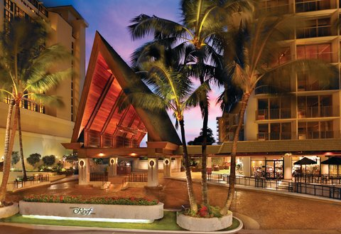 Outrigger Reef on the Beach - Outrigger Reef Waikiki Beach Resort - exterior - hero port cochere