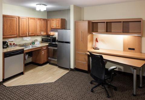 TownePlace Suites Austin Northwest - Suite Kitchen Area