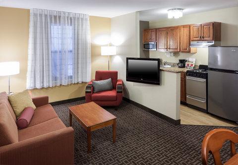 TownePlace Suites Austin Northwest - Suite Living Area