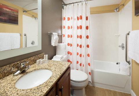 TownePlace Suites Austin Northwest - Suite Bathroom