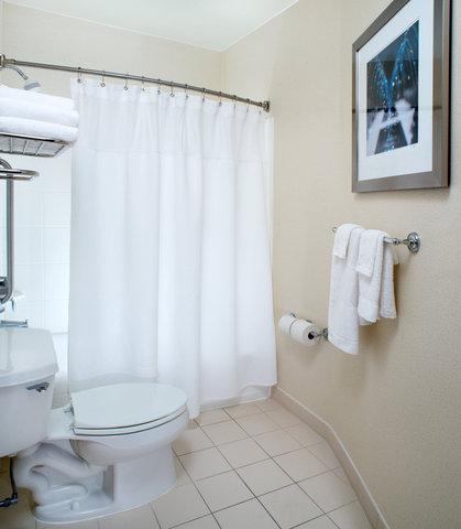 SpringHill Suites Annapolis - Suite Bathroom