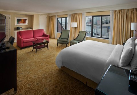 Marriott Long Wharf Hotel - Larger Guest Room