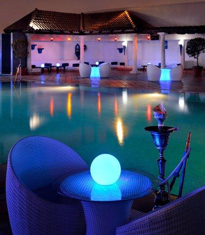 فندق ماريوت جي دبليو دبي - Awafi Rooftop Pool Lounge - Hookahs