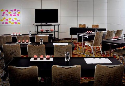 فندق ماريوت جي دبليو دبي - Meeting Room - Classroom Setup