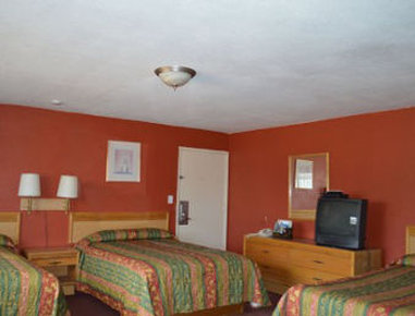 Knights Inn Blythe - 1 Queen with 2 Double Bed Room