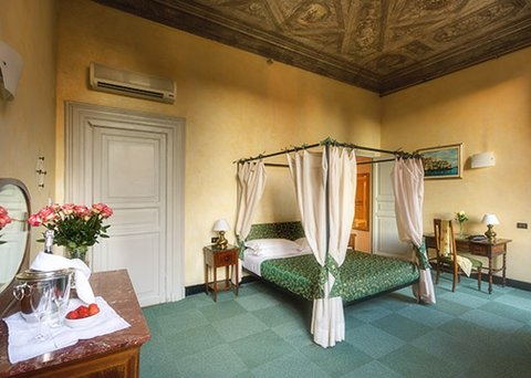 Clarion Collection Hotel Astoria Genova - ITSuperior Double Room Romantic Bed