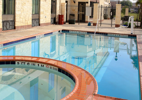 Holiday Inn Express & Suites FLORESVILLE - Swimming Pool