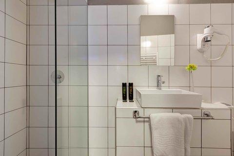 Colors Central Ladadika - Bathroom
