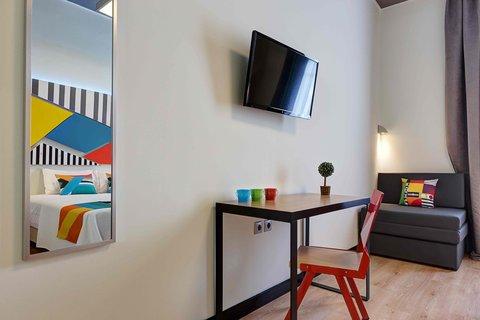 Colors Central Ladadika - Double Desk Tv