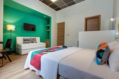 Colors Central Ladadika - Gree Bedroom