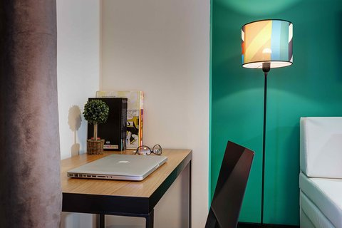 Colors Central Ladadika - Bedroom Green Desk