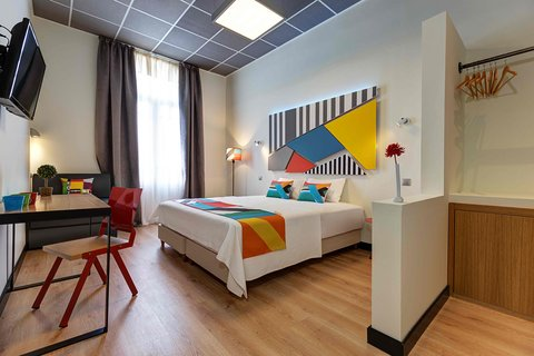 Colors Central Ladadika - Double Bedroom