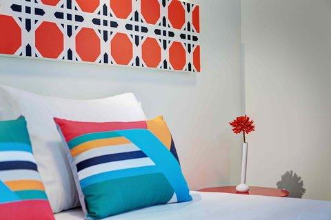 Colors Central Ladadika - Orange Details