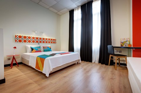 Colors Central Ladadika - Bedroom Orange