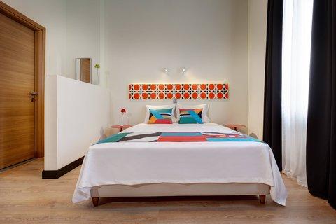 Colors Central Ladadika - Bedroom Orange Front