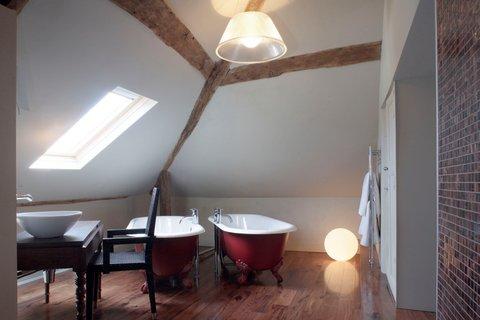 Oddfellows Chester Hotel - Lady Mary SLoft Bathroom