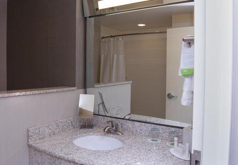 Courtyard Jackson Airport/Pearl - Guest Bathroom