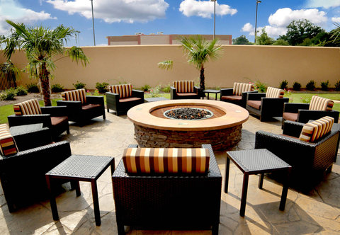 Courtyard Jackson Airport/Pearl - Outdoor Fire Pit