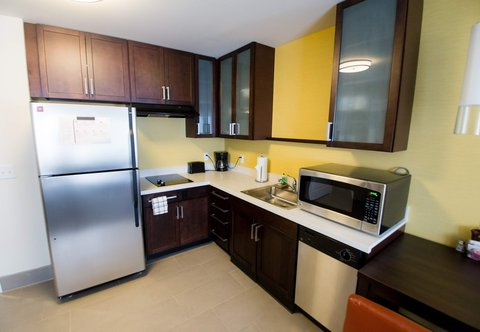 Residence Inn Omaha West - One-Bedroom Suite - Kitchen