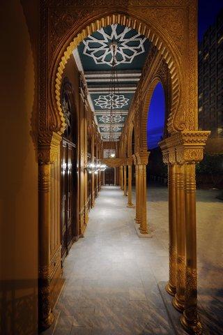 فندق ماريوت القاهرة و كازينو عمر الخيام - Pillars At Salon Royal Entrance