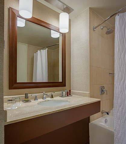 Westin City Center - Guest Room Bathroom