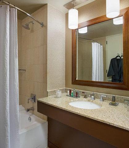 Westin City Center - Concierge Guest Room Bathroom
