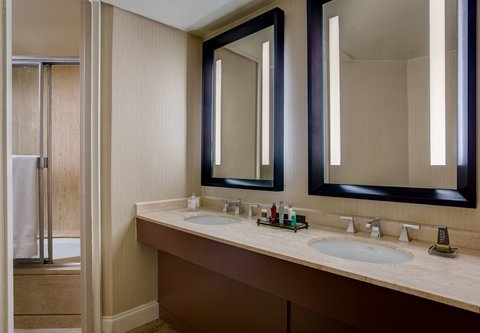 Westin City Center - Suite Bathroom