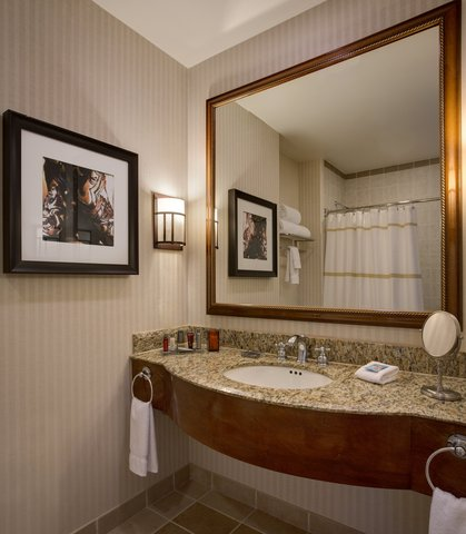 Dallas/Plano Marriott at Legacy Town Center - Concierge Guest Room Bathroom