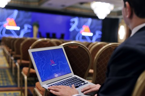 فندق ماريوت القاهرة و كازينو عمر الخيام - Aida With Laptop
