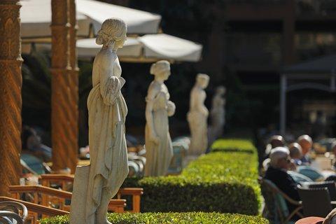 فندق ماريوت القاهرة و كازينو عمر الخيام - Garden Promenade Statues