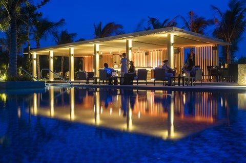 Salinda Premium Resort and Spa - Pool Bar at Salinda Phu Quoc Island Resort   Spa