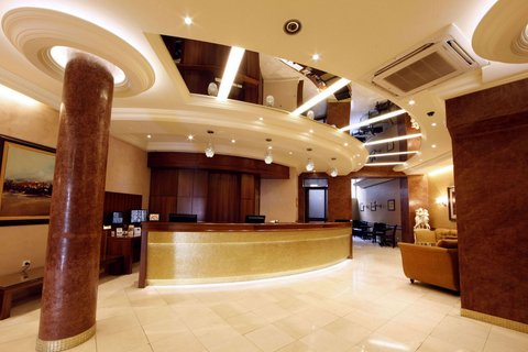 Hotel Majestic - Lobby and reception desk